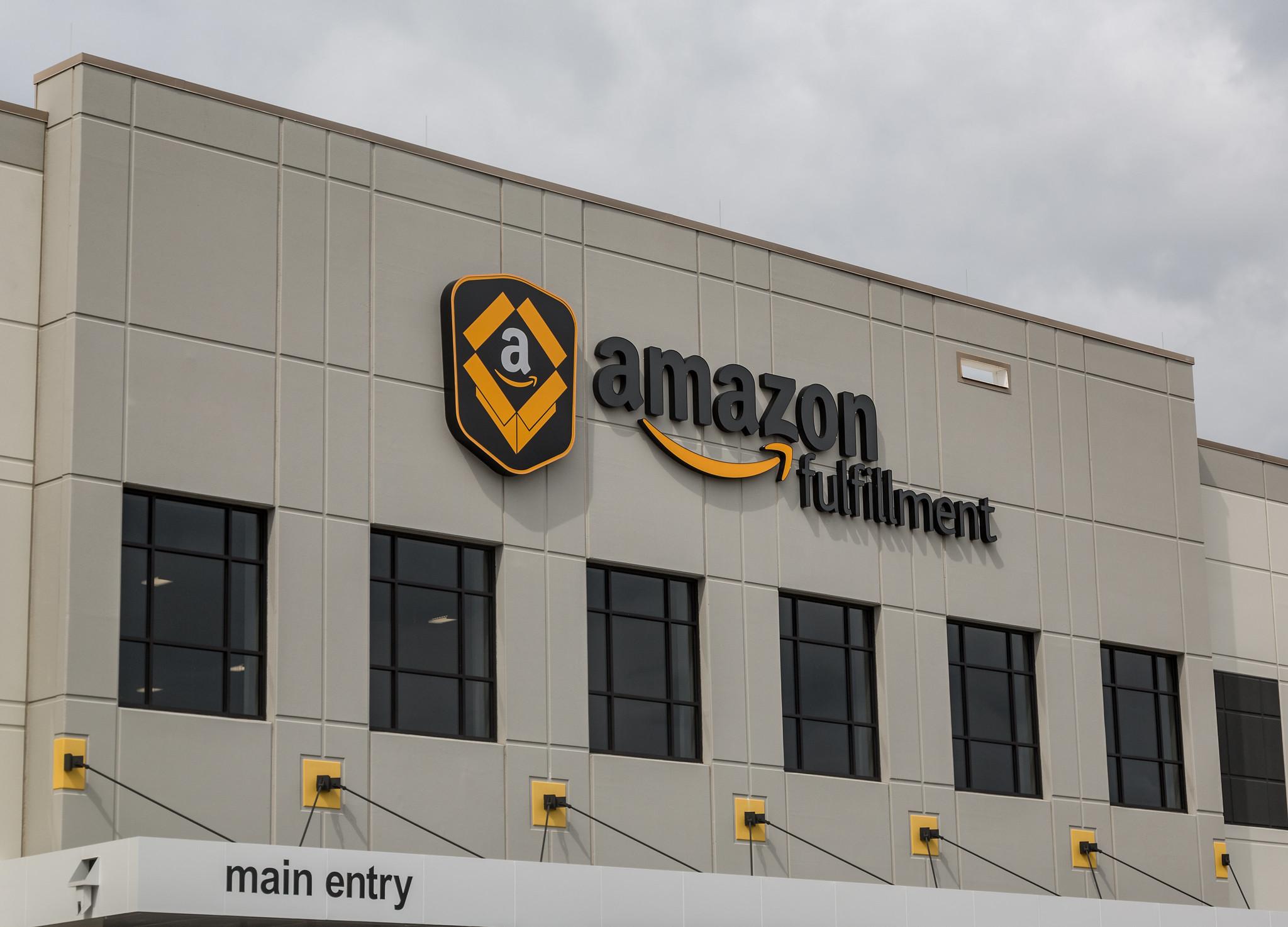 """Tìm hiểu về Amazon – Amazon là gì? Bạn biết gì về """"ông trùm""""?"""